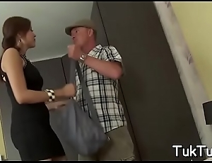 Submissive babe enjoys a sexy cunni with the addition of gets shoved hardcore