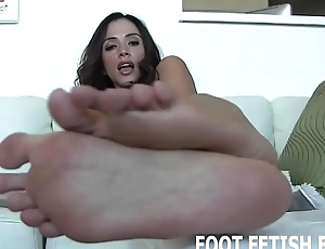 I want to feel your hot cum all over my feet
