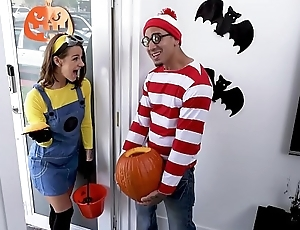 BANGBROS - Teen Evelin Stone Gets Bruno Dickemz'_s Dick In A Pumpkin