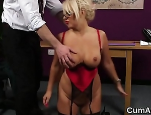 Sexy stunner gets cumshot on her face sucking all slay rub elbows with semen