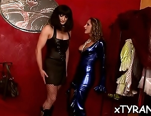Randy floozy dominates her paramour together with makes him worship cunt