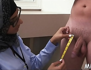 Check abroad hammer away arab style of oral stimulation performed inside shower room