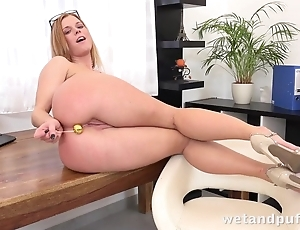 Towheaded sweetie uses sex toys to make yourself cum