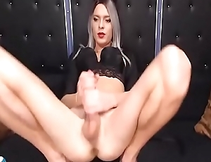 Sweetie Marilyn huge cock