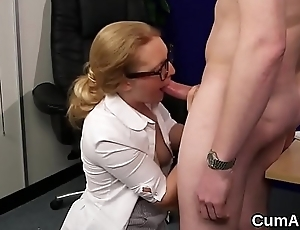 Foxy bombshell gets jizz shot on her face sucking all the load